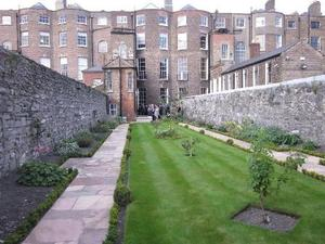 W39 Services restores Georgian Garden at the Royal Society of Antiquaries of Ireland